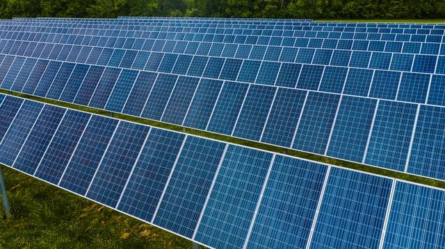 Sončna elektrarna pripomore k čistejšemu okolju